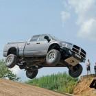 Dodge Ram научился прыгать не хуже кроссового мотоцикла